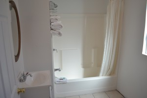 Comfort Inn Santa Cruz - Full Bathroom with Shower/Tub